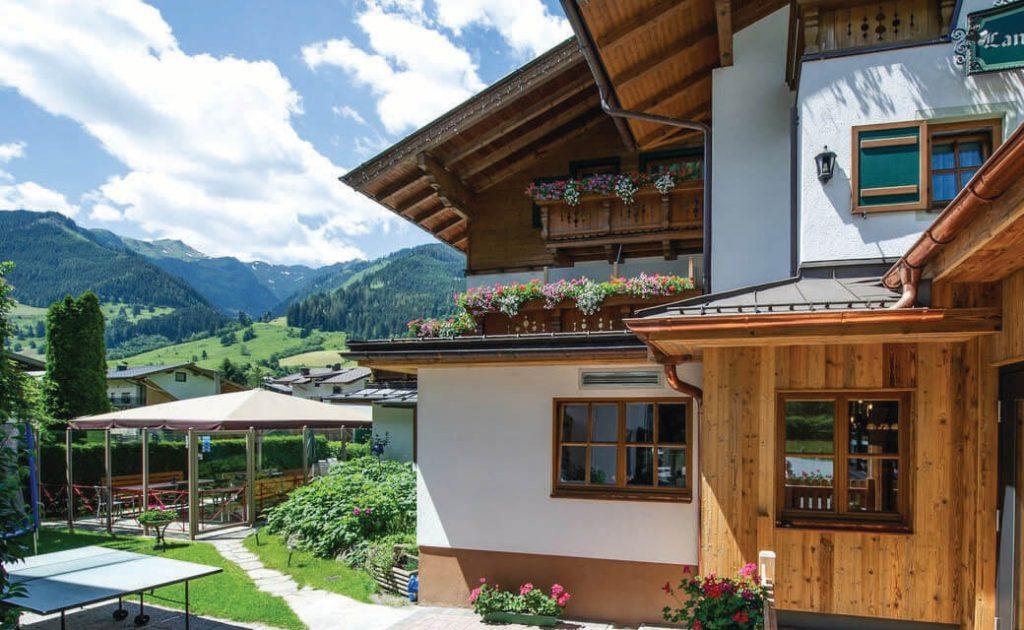 Hotel mit Ausssicht auf die Berge Grossarl